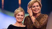 Ähnlichkeiten sind reiner Zufall: Die neue Weinkönigin Carolin Klöckner (l.) und ihre Vorvorgängerin im Amt Julia Klöckner, heute Landwirtschaftministerin in Berlin.