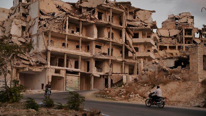 Städte wie Ariha in der Provinz Idlib sind stark zerstört.
