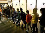 Unbegleitete Flüchtlinge: Minderjährige seltener mit Abschiebeschutz