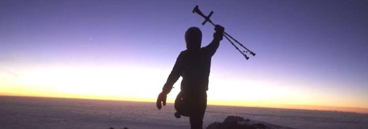"""""""Behinderung ist keine Entschuldigung"""": Tom Belz erklimmt mit nur einem Bein den Kilimandscharo"""