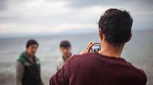 Überprüfung von Flüchtlingen: Handyauswertung entlarvt nur selten Lügen