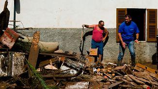 Nach der Überschwemmung: Mallorquiner befreien Häuser und Straßen von Schlamm und Geröll