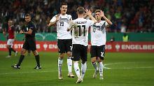 Die deutsche U21 um Florian Neuhaus, Cedric Teuchert und Luca Waldschmidt (v.l.n.r.) hat sich vorzeitig für die Fußball-EM 2019 qualifiziert.