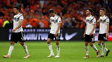 Mats Hummels und Thomas Müller (1. und 2. v.l.) vom FC Bayern sind Teil von Joachim Löws Achse der Nostalgie - und der aktuellen Misere des DFB-Teams.