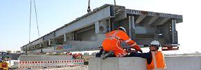 Das Provisorium ist gemietet und kostet etwa 50 Mllionen Euro.