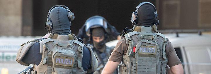 Geiselnahme am Hauptbahnhof: Spezialbeamte schießen Kölner Attentäter nieder