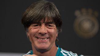 Warum erst jetzt?: Löw gewinnt im Stade de France