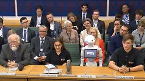 """Schlagfertiger """"Pepper"""" erntet Applaus: Roboter erobert britisches Parlament"""