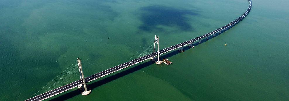 Der bevölkerungsreichste Staat der Erde ist um einen Rekordbau reicher: die Hongkong-Zhuhai-Macau-Brücke.