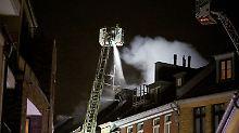 185 Feuerwehrmänner im Einsatz: Mindestens zwei Tote bei Hausbrand in Köln