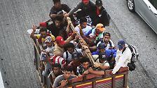 Zu Fuß in Richtung USA: Flüchtlingskarawane zieht durch Mexiko