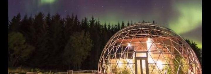 Leben unter einer Glaskuppel: Familie baut futuristisches Haus am Polarkreis