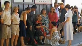 Verbotene Umarmungen, freizügige Beine: Harry und Meghan euphorisieren mit Protokoll-Brüchen
