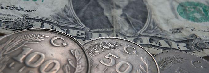 Die türkische Lira hat seit Ende 2017 mehr als ein Drittel ihres Wertes zum Dollar verloren.