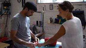 Hilfsprojekt für Asylsbewerber: Mimycri verwandelt Flüchtlingsboote in Designertaschen