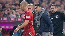 Super Stimmung? Münchens Trainer Niko Kovac hat soeben Arjen Robben gebeten, das Spielfeld zu verlassen.