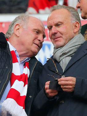 Careless whisper? Karl-Heinz Rummenigge, rechts, und Uli Hoeneß, der Präsident des FC Bayern.