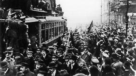 Streikende Arbeiter am 9. November 1918 in Berlin.