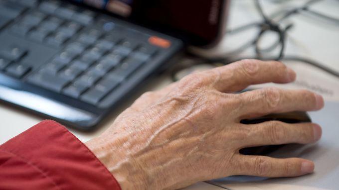 Berufe mit geringer körperlicher Belastung können auch im Rentenalter noch attraktiv sein.