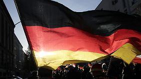 Schwarz-Rot-Gold waren die Farben der Weimarer Republik - und sind die der Bundesrepublik.