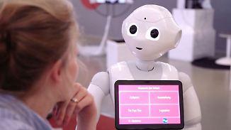 """Ausstellung """"Out of Office"""": Wie Roboter und KI das Arbeiten verändern"""