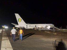 Die Boeing rutschte über die Landebahn hinaus. Der rechte Flügel wurde beschädigt.