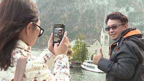 Hallstätter genervt vom Reiseboom: Touristen aus Fernost überrennen idyllisches Alpendorf