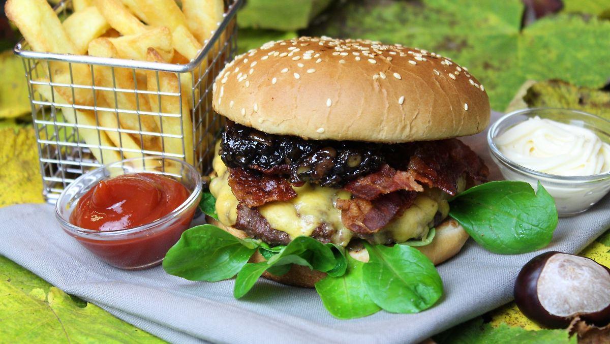 Herbstlicher Burger mit Apfel-Zimt-Chutney