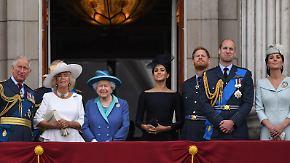 Promi-News des Tages: Nur ein Royal ist beliebter als die Queen