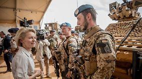 Zäher Antiterrorkampf: Von der Leyen besucht Soldaten in Mali