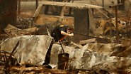 Mehr als 70 Tote in Kalifornien: Helfer durchsuchen Brandruinen mit bloßen Händen
