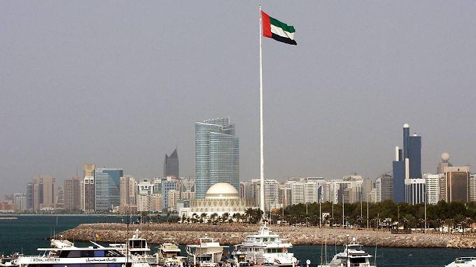 Ein Gericht in Abu Dhabi hat einen britischen Doktoranden wegen Spionage zu lebenslanger Haft verurteilt.