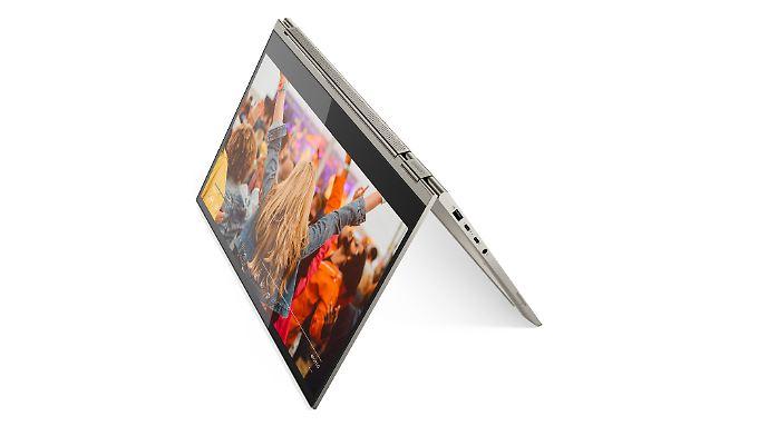 Das Yoga Book C930 hat kein klassisches Keyboard, sondern ein E-Ink-Display.