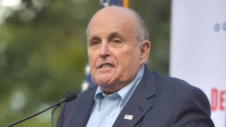 Trump-Berater Rudy Giuliani blamiert sich auf Twitter.