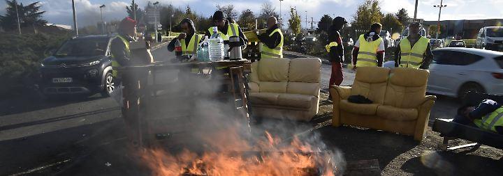 Weitere Proteste angekündigt: Paris macht Gelbwesten ein Friedensangebot