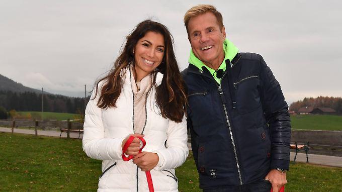 So warm eingemuckelt wie hier in Österreich zeigen sich Dieter Bohlen und seine Carina in Thailand nicht.