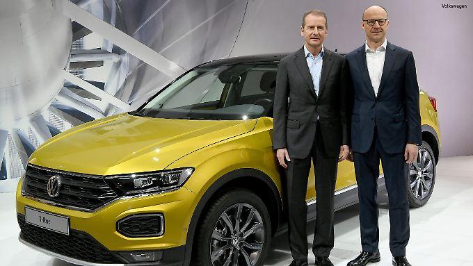 Volkswagen-Chef Herbert Diess und VW-Finanzvorstand Arno Antlitz (r.), hier bei der Jahrspressekonferenz im vergangenen März.