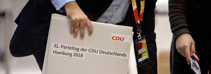 Anspannung vor CDU-Parteitag: Wetten zwischen AKK und Merz stehen fifty-fifty