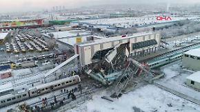 Schnellzug kracht in Lok: Mehrere Menschen bei Bahnunglück in Ankara getötet