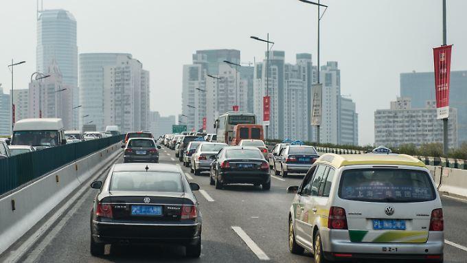 Alltagsszene aus Shanghai: Im Straßenbild der chinesischen Millionenmetropole zählen Autos von VW und Audi zum gewohnten Anblick.