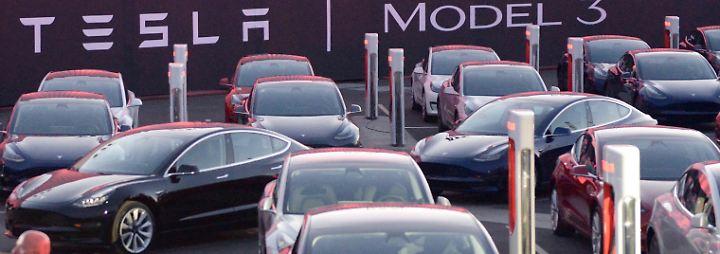 Für günstigere Modelle: Tesla muss 3000 Vollzeitjobs streichen