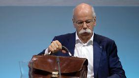 Zetsches letzte Bilanz enttäuscht: Daimler-Gewinn bricht dramatisch ein