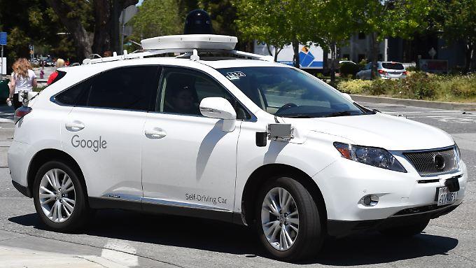 Google testet seine Selbstfahrtechnik an einem dafür umgebauten Lexus.