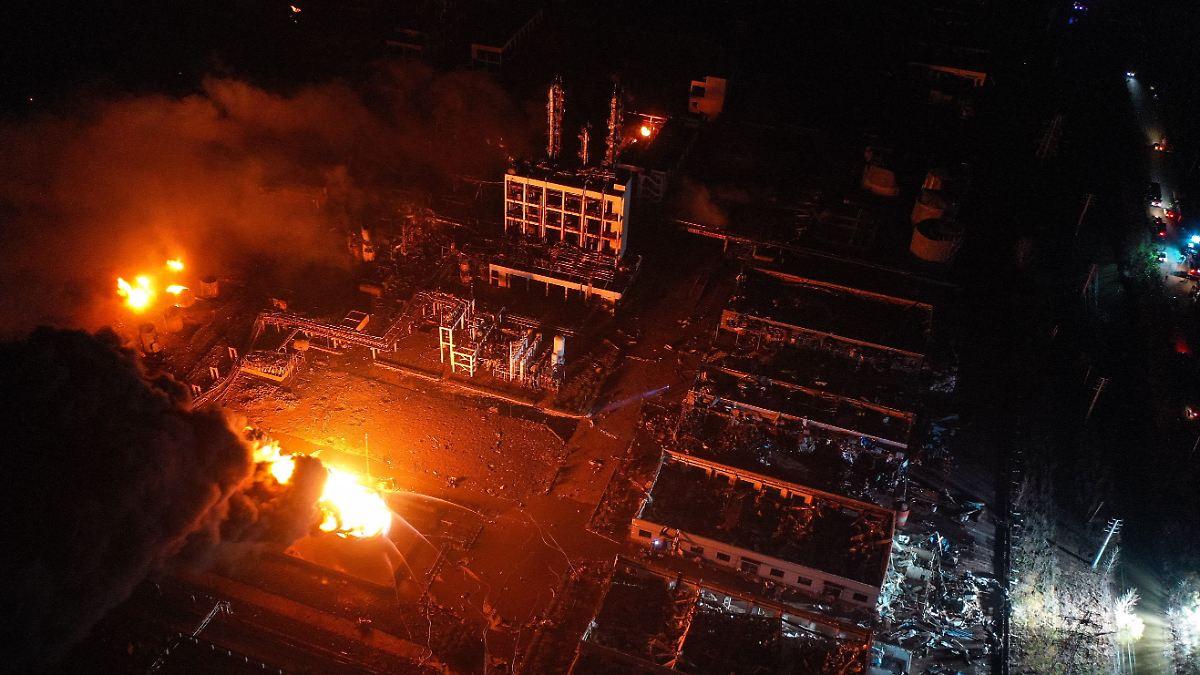 Viele-Anwohner-verletzt-Explosion-in-Chemiepark-t-tet-ber-40-Menschen