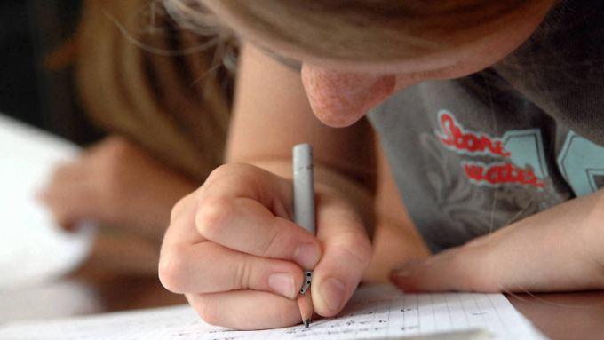 Deutsche Schüler schneiden im Pisa-Test besser ab als noch vor zehn Jahren.