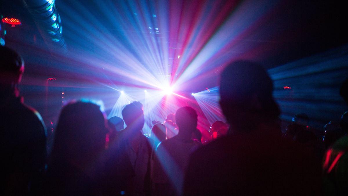 Bei Demo gegen Tanzverbot darf getanzt werden, aber …