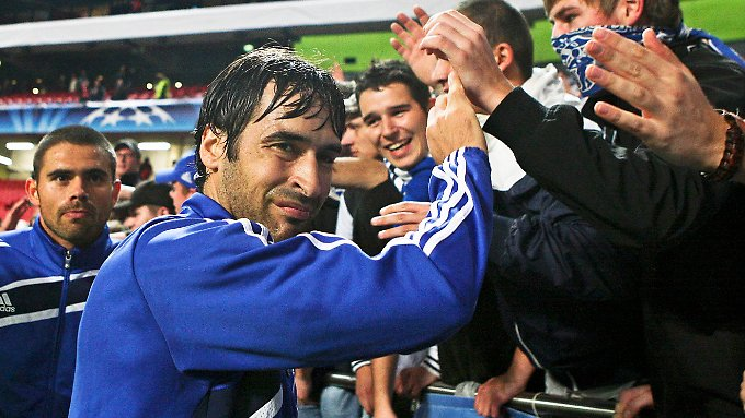 International läuft es rund: Raul und der FC Schalke 04.