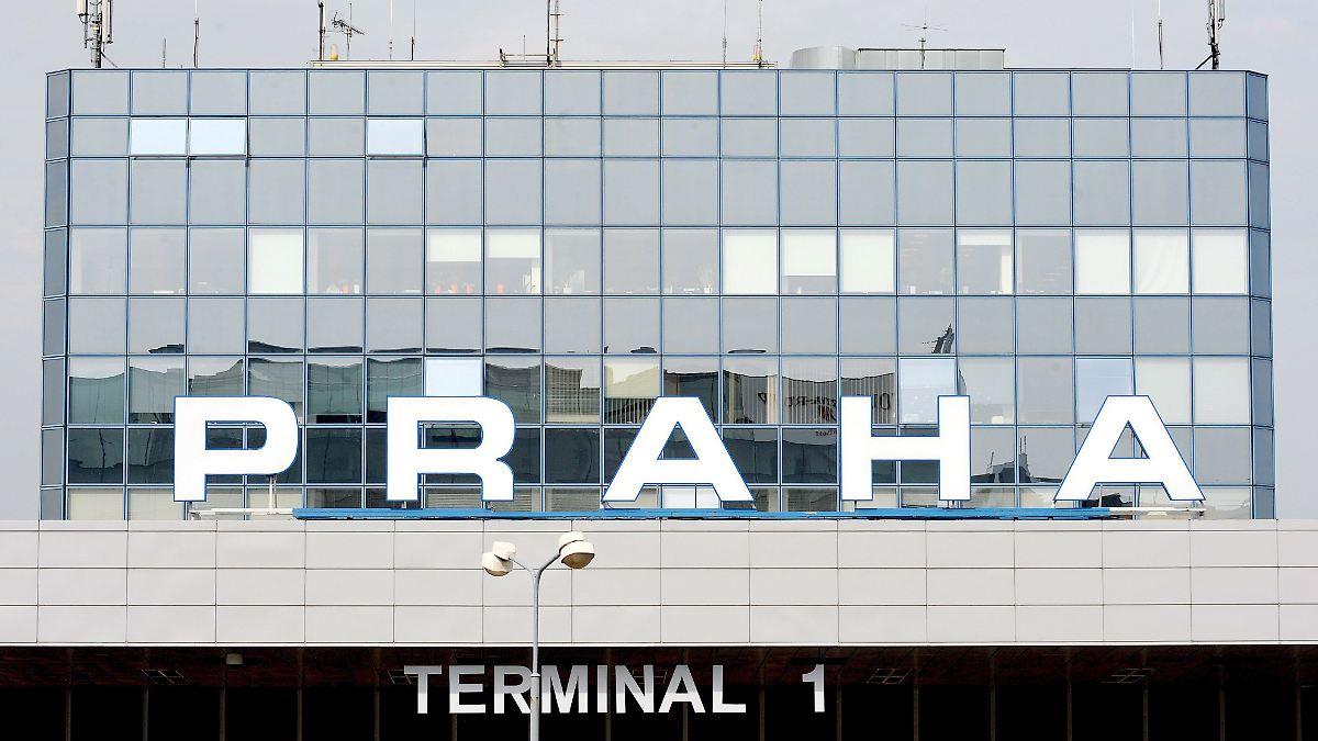 Flugzeuge kollidieren beim Rangieren in Prag