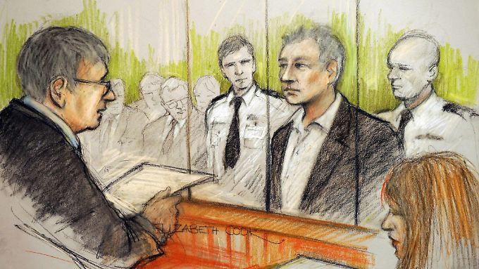 Julian Assange am Dienstag vor einem Gericht in London.