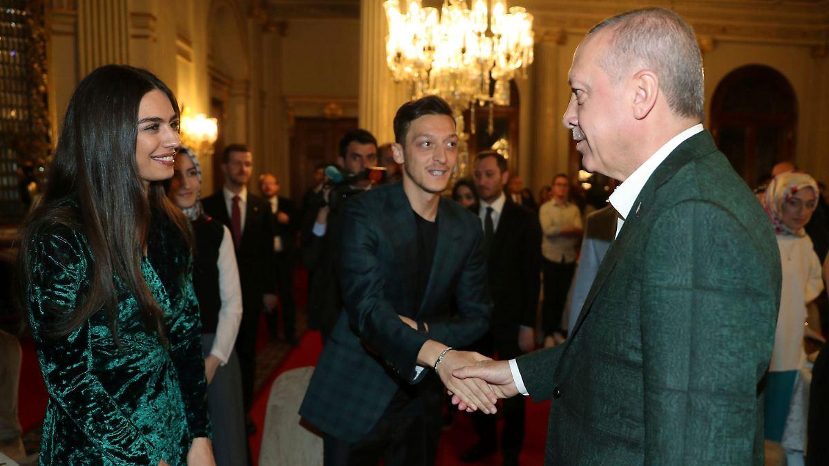 Erdogan empfängt Özil zum Fastenbrechen